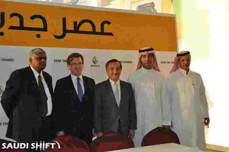 نائب الرئيس كاتسومي ناكامورا يبتسم لعدسة سعودي شفت
