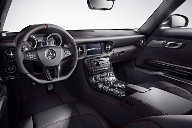 2013-Mercedes-Benz-SLS-AMG-GT-3[2]