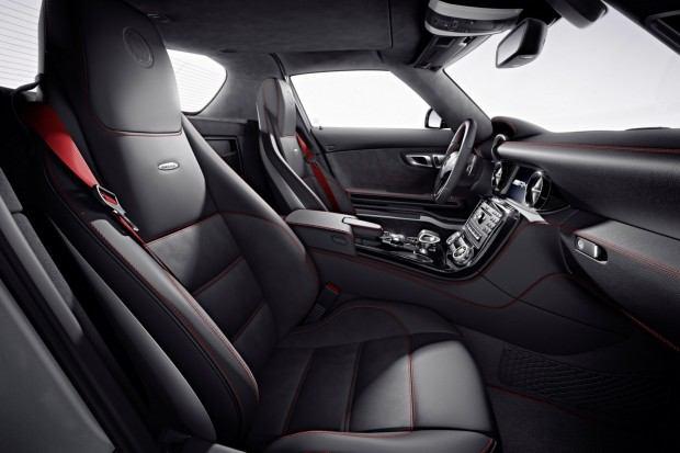 2013-Mercedes-Benz-SLS-AMG-GT-4[2]