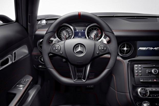 2013-Mercedes-Benz-SLS-AMG-GT-5[2]