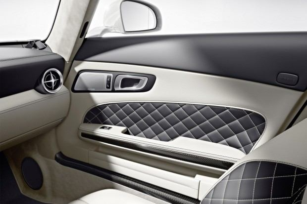 2013-Mercedes-Benz-SLS-AMG-GT-6[2]
