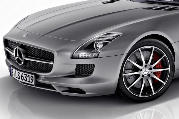 2013-Mercedes-Benz-SLS-AMG-GT-7[2]