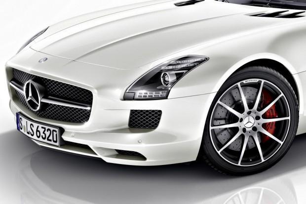2013-Mercedes-Benz-SLS-AMG-GT-8[2]