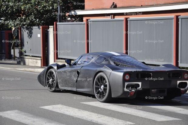 Ferrari-F70-3