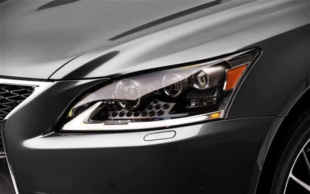 2013-Lexus-LS-460-F-Sport-headlamp