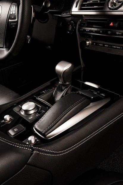 2013-Lexus-LS-460-F-Sport-hear-shift