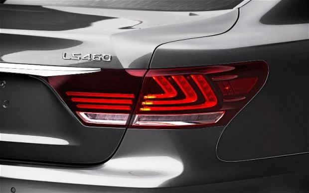 2013-Lexus-LS-460-F-Sport-taillight