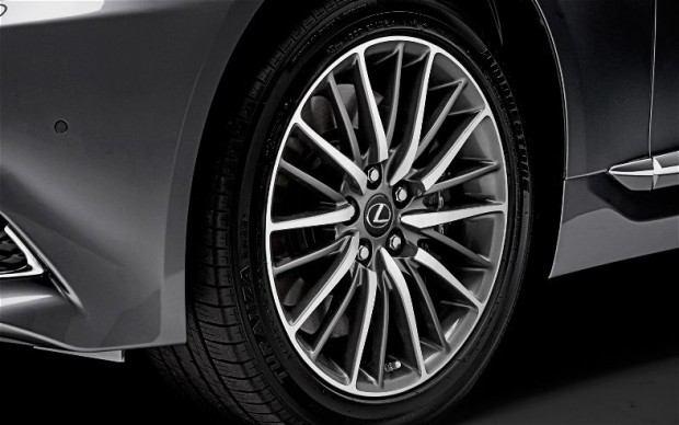 2013-Lexus-LS-460-F-Sport-wheels