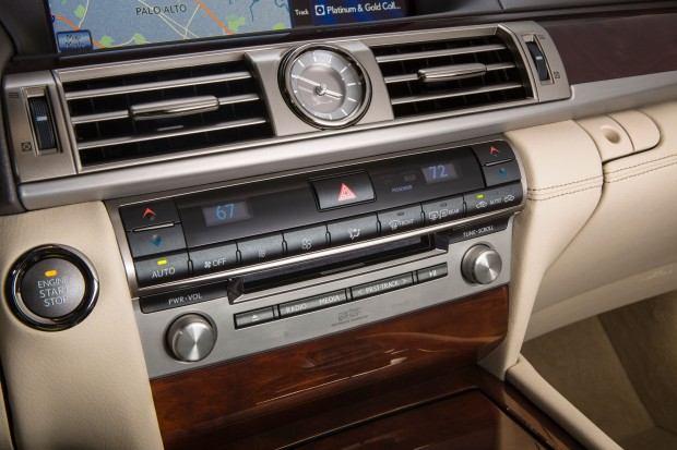 2013_Lexus_LS_460_interior_005_74C83789EB934C9CF08E8C2F10BEA23F646D367C