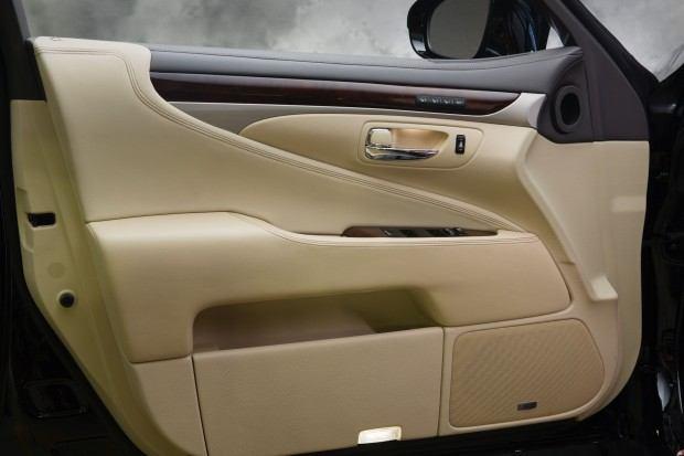 2013_Lexus_LS_460_interior_014_C88718D2011DA5C5FF42AA99BDB9597020D266E7