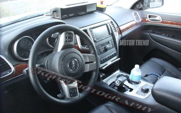 Jeep-Cherokee-spy-shot-interior-dash-and-shifter-1-1024x640