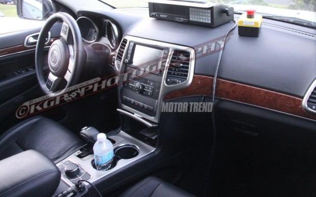 Jeep-Cherokee-spy-shot-interior-dash-and-shifter-2-1024x640