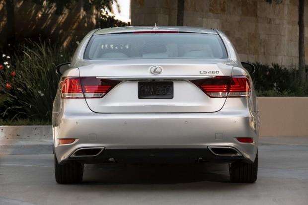 2013-Lexus-LS460-10[2]