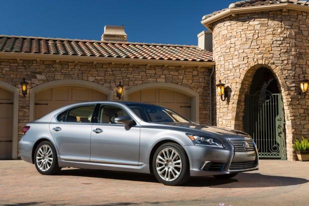 2013-Lexus-LS460-11[2]