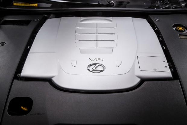 2013-Lexus-LS460-14[2]