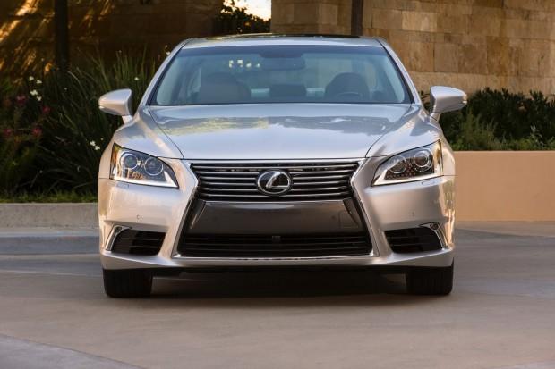 2013-Lexus-LS460-9[2]