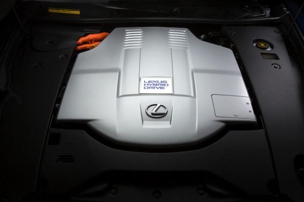 2013-Lexus-LS600-HL-13[2]