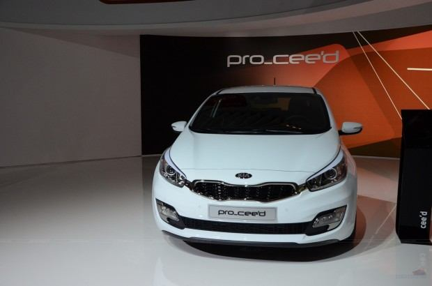 2013-Kia-Pro-Ceed-00003
