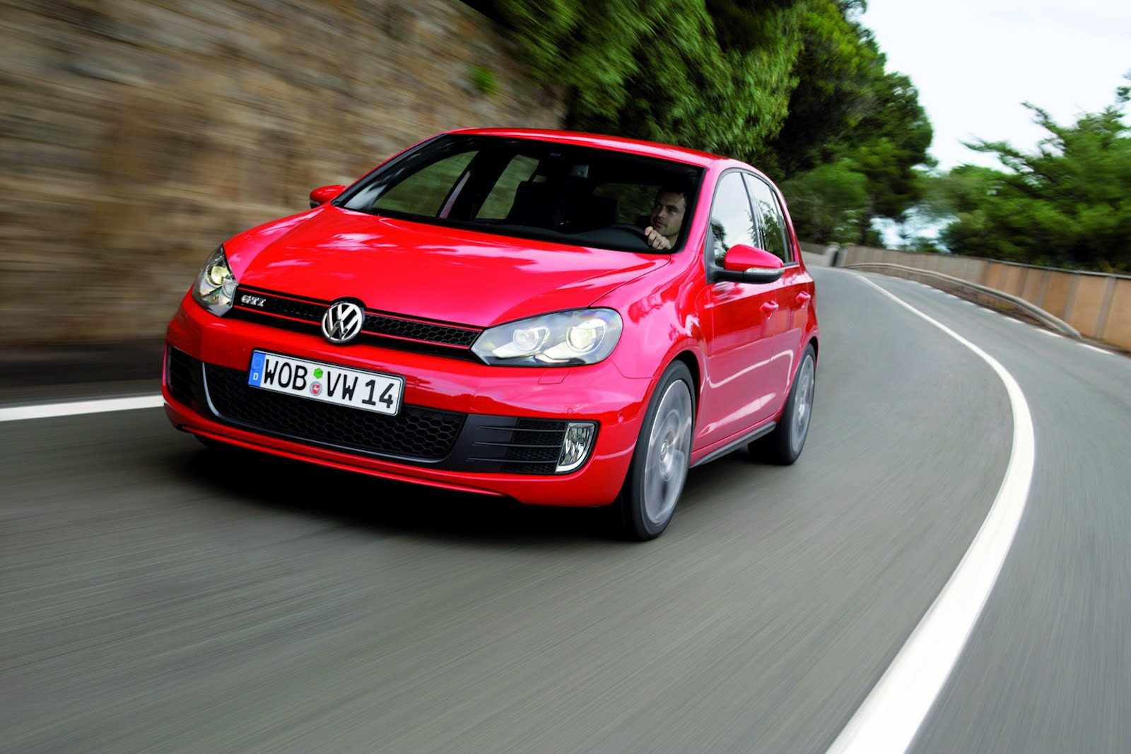 2013-VW-Golf-2