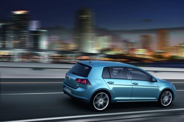 2013-VW-Golf-Seven-12[2]