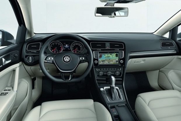 2013-VW-Golf-Seven-26[2]