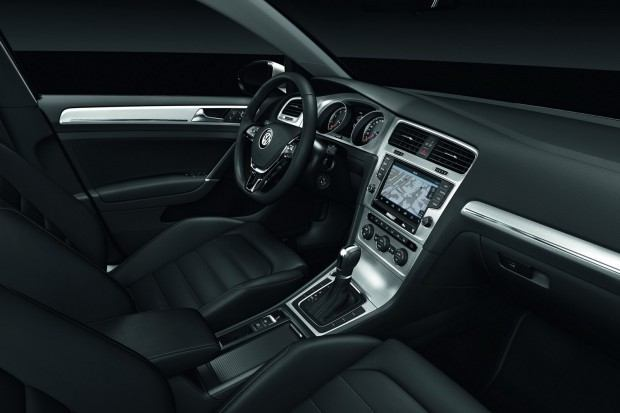 2013-VW-Golf-Seven-33[2]