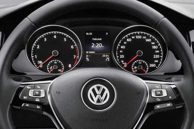 2013-Volkswagen-Golf-Mk7-24[2]