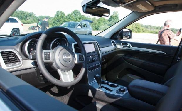2013-jeep-grand-cherokee-trailhawk-interior-photo-472576-s-1280x782