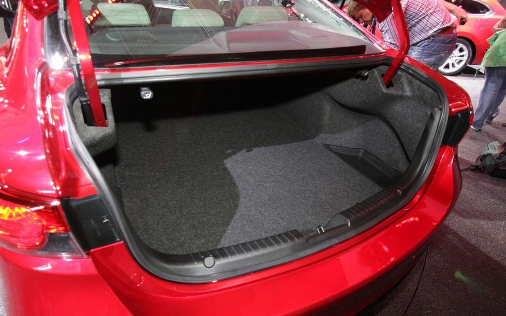 2014-Mazda6-trunk-1024x640