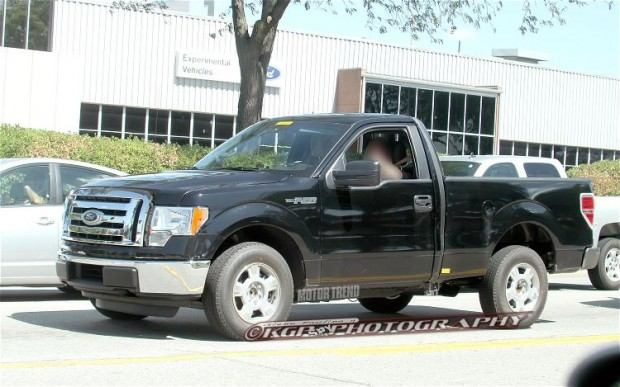2015-Ford-F-150-Aluminum-Body-front-three-quarters-2