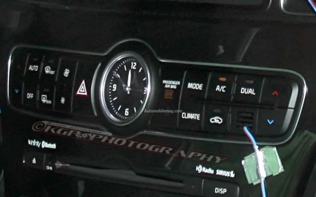 Kia-Cadenza-spy-photo-climate-controls-close-1024x640