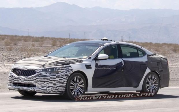 Kia-Cadenza-spy-photo-front-three-quarter-3-1024x640