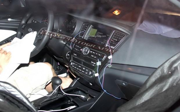 Kia-Cadenza-spy-photo-interior-1024x640