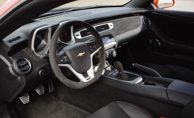 2012-chevrolet-camaro-zl1-interior-photo-437229-s-787x481