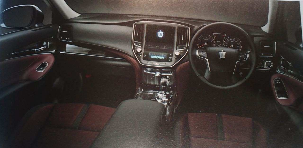 new-2013-toyota-crown-leaked-photos_4