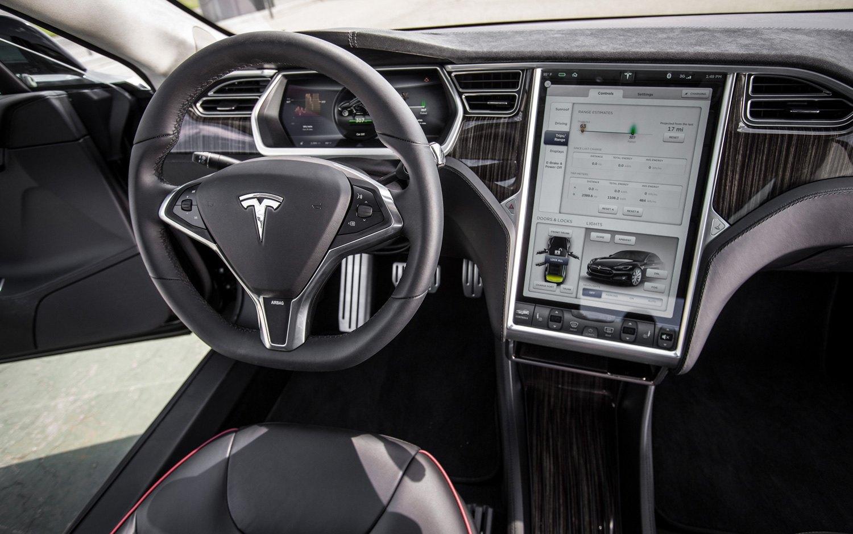 2012-Tesla-Model-S-cockpit-and-center-screen