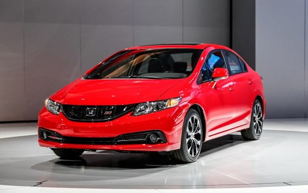 2013-Honda-Civic-Si-Sedan-front-left-view
