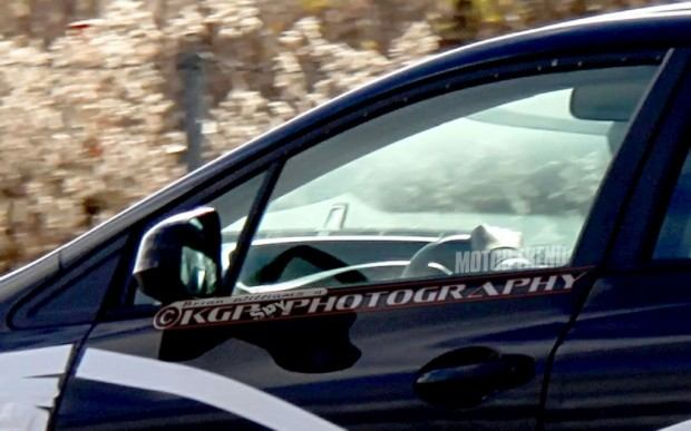 2013-Honda-Civic-prototype-spied-drivers-window-1024x640