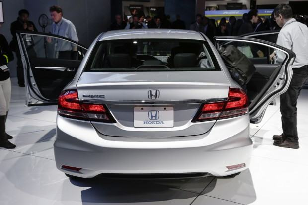 2013-Honda-Civic-rear-view