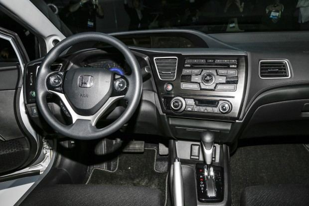 2013-Honda-Civic-steering-wheel