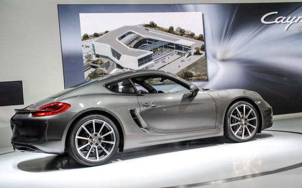 2013-Porsche-Cayman-rear-three-quarters (1)