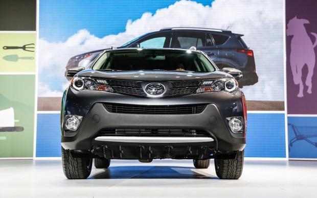 2013-Toyota-RAV-4-front-end