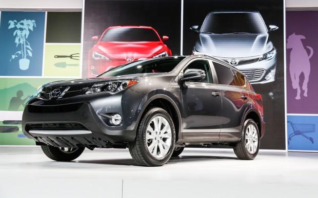 2013-Toyota-RAV-4-front-three-quarter-2