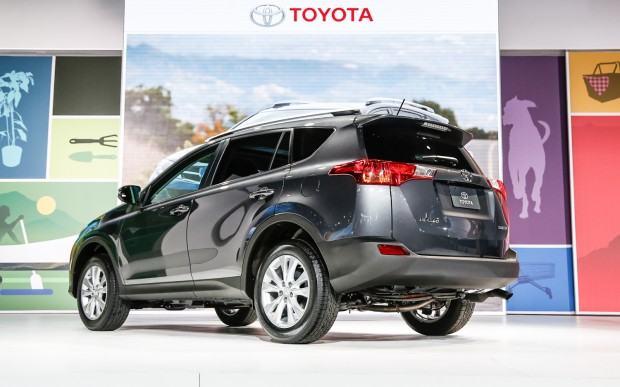 2013-Toyota-RAV-4-rear-three-quarter