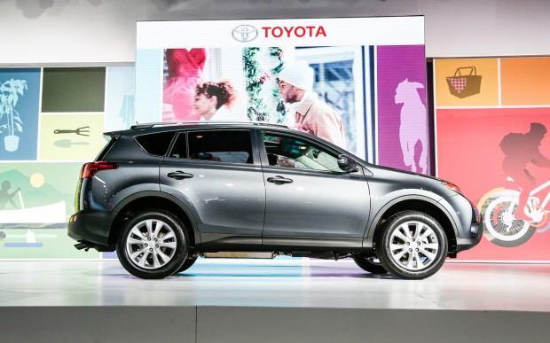 2013-Toyota-RAV-4-side