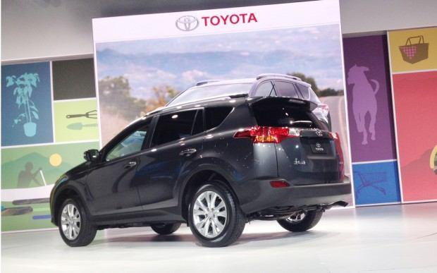 2013-Toyota-RAV4-rear-three-quarters