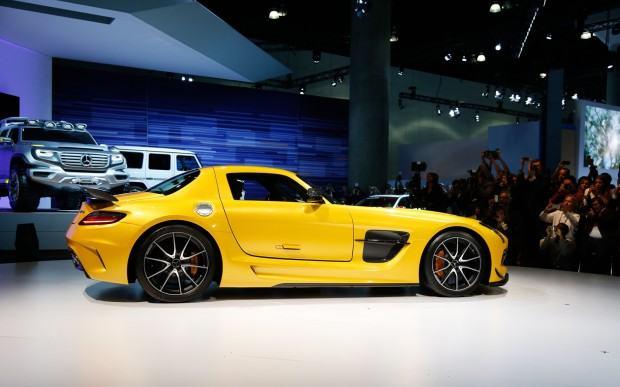 2014-Mercedes-Benz-SLS-AMG-Black-Series-side