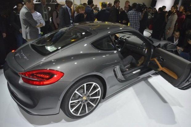 2014-Porsche-Cayman-34[2]