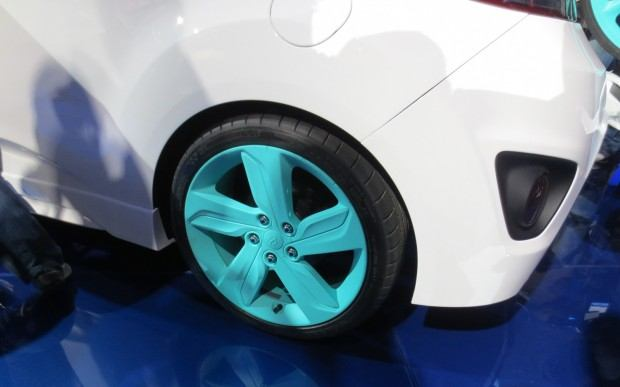 Hyundai-Veloster-C3-Roll-Top-Concept-at-LA-Auto-Show-rear-wheel-1