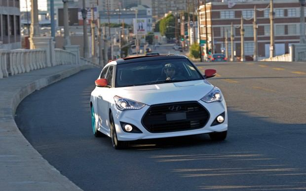 Hyundai-Veloster-C3-Roll-Top-Concept-right-front-motion-1